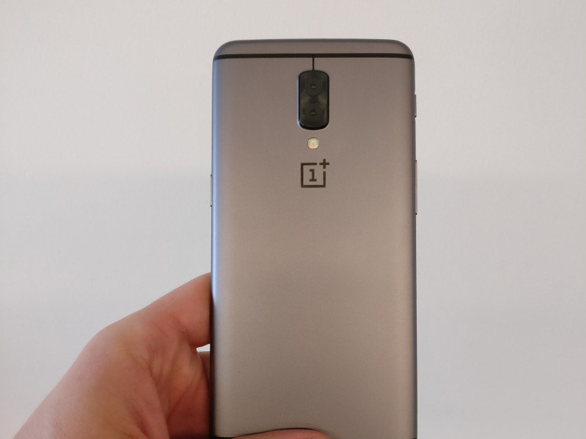 OnePlus 5 prototyp. Opět chybí 3.5mm jack na sluchátka.