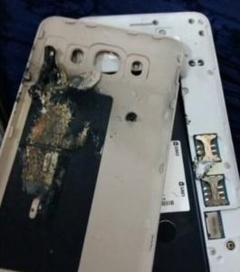Samsung Galaxy J (2016) výbuch baterie
