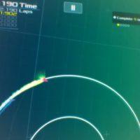 Hra Data Wing je minimalistická závodní arkáda