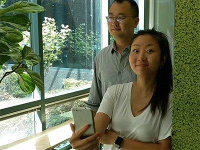 Google testuje novou technologií, která zaznamená, že se vám někdo dívá přes rameno