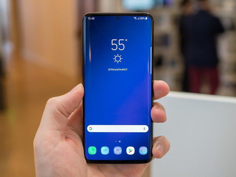 Render očekávaného telefonu Samsung Galaxy S10