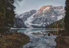 Cesta do jezera u Alp