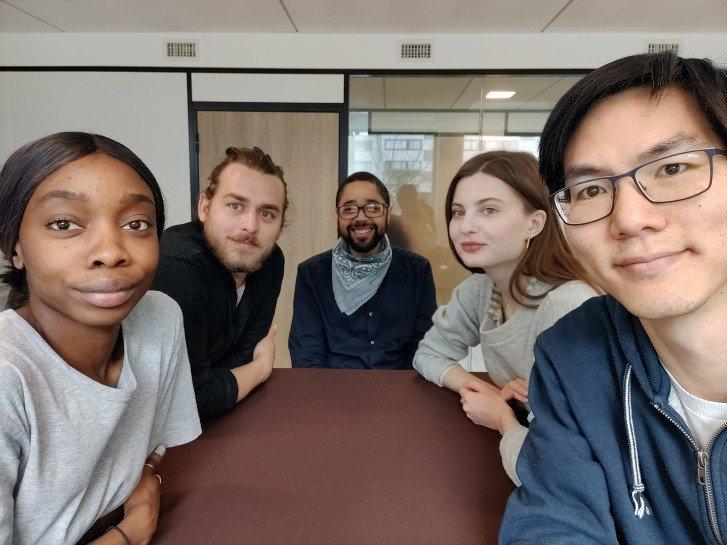 OnePlus 7 Selfie skupinová fotka