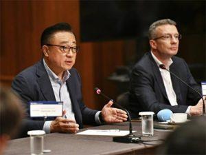 Šéf Samsungu se stydí za Galaxy Fold fiasko