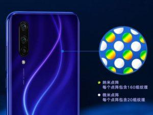Bližší pohled na záda telefonu Mi CC9 a jeho barevné efekty.